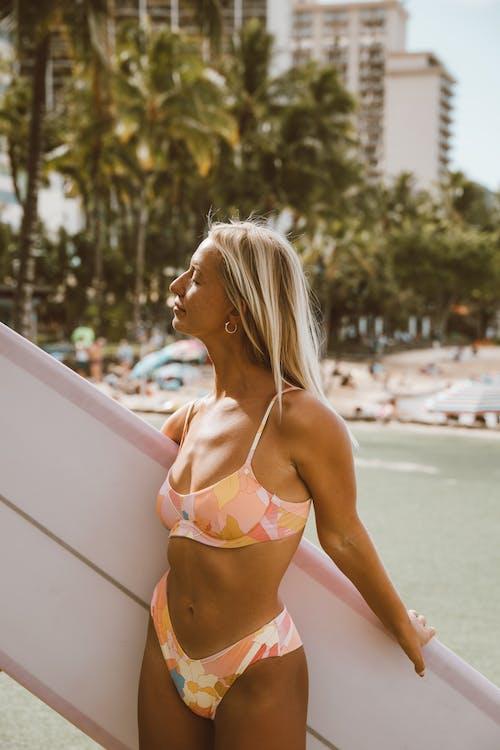 Kostenloses Stock Foto zu bikini, draußen, entspannung