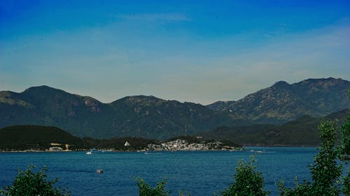 Безкоштовне стокове фото на тему «берег моря, вода, гора, Денне світло»