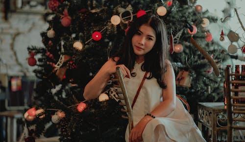 お祝い, アダルト, クリスマス, クリスマスツリーの無料の写真素材