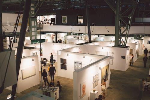 Бесплатное стоковое фото с в помещении, выставка, галерея