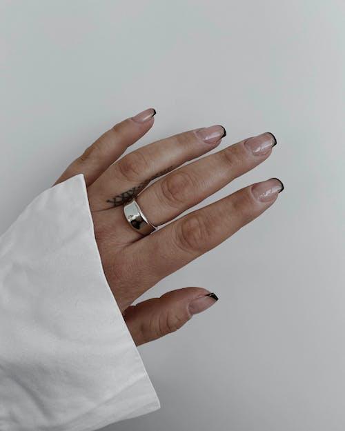 Gratis arkivbilde med hånd, nærbilde, ring