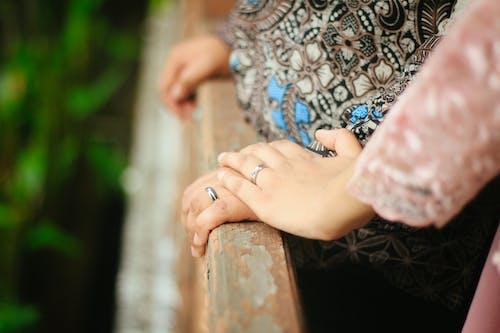 Fotos de stock gratuitas de al aire libre, amor, anillo