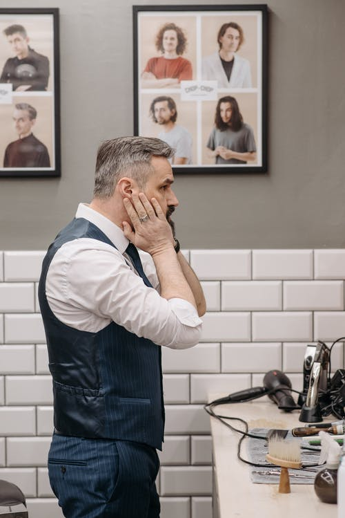 Foto profissional grátis de barbearia, barbeiro, dentro de casa