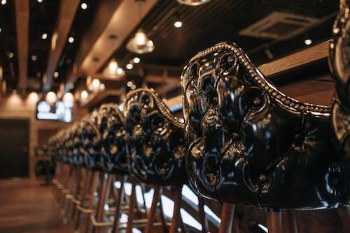 Darmowe zdjęcie z galerii z bar, krzesła, pręt