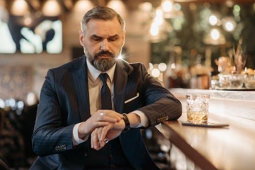 Foto profissional grátis de balcão de bar, barba, barbado