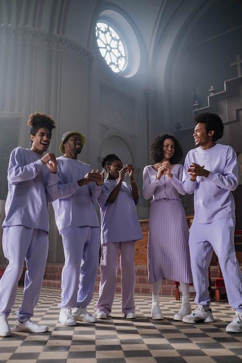Immagine gratuita di altare, ballando, cantando