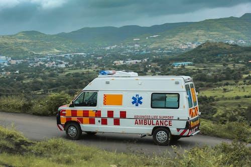 Fotos de stock gratuitas de ambulancia, carretera, emergencia