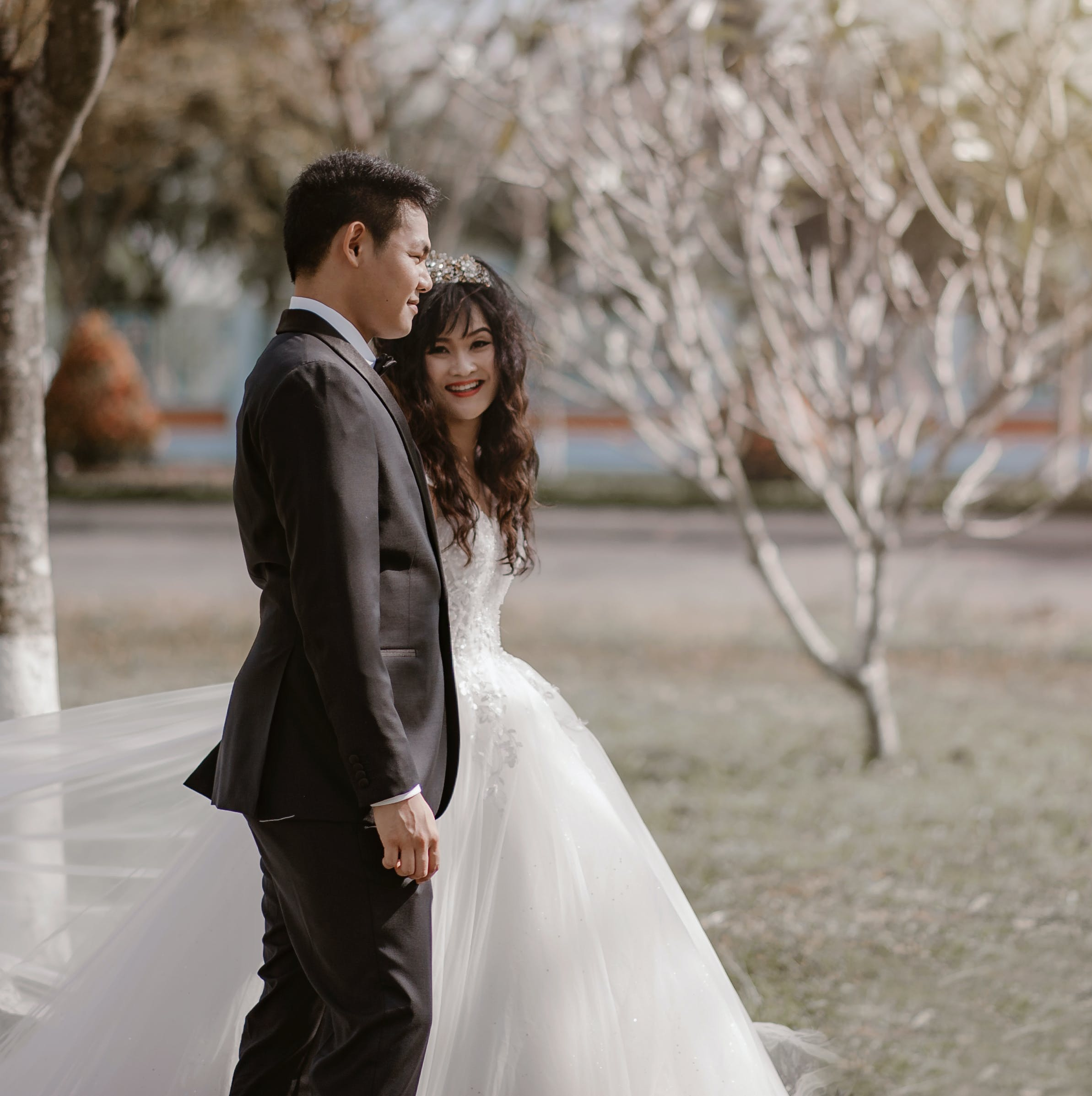 Kostenloses Stock Foto zu anzug, braut, braut und bräutigam, bräutigam
