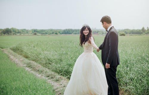 Foto profissional grátis de amor, área, casal, casamento