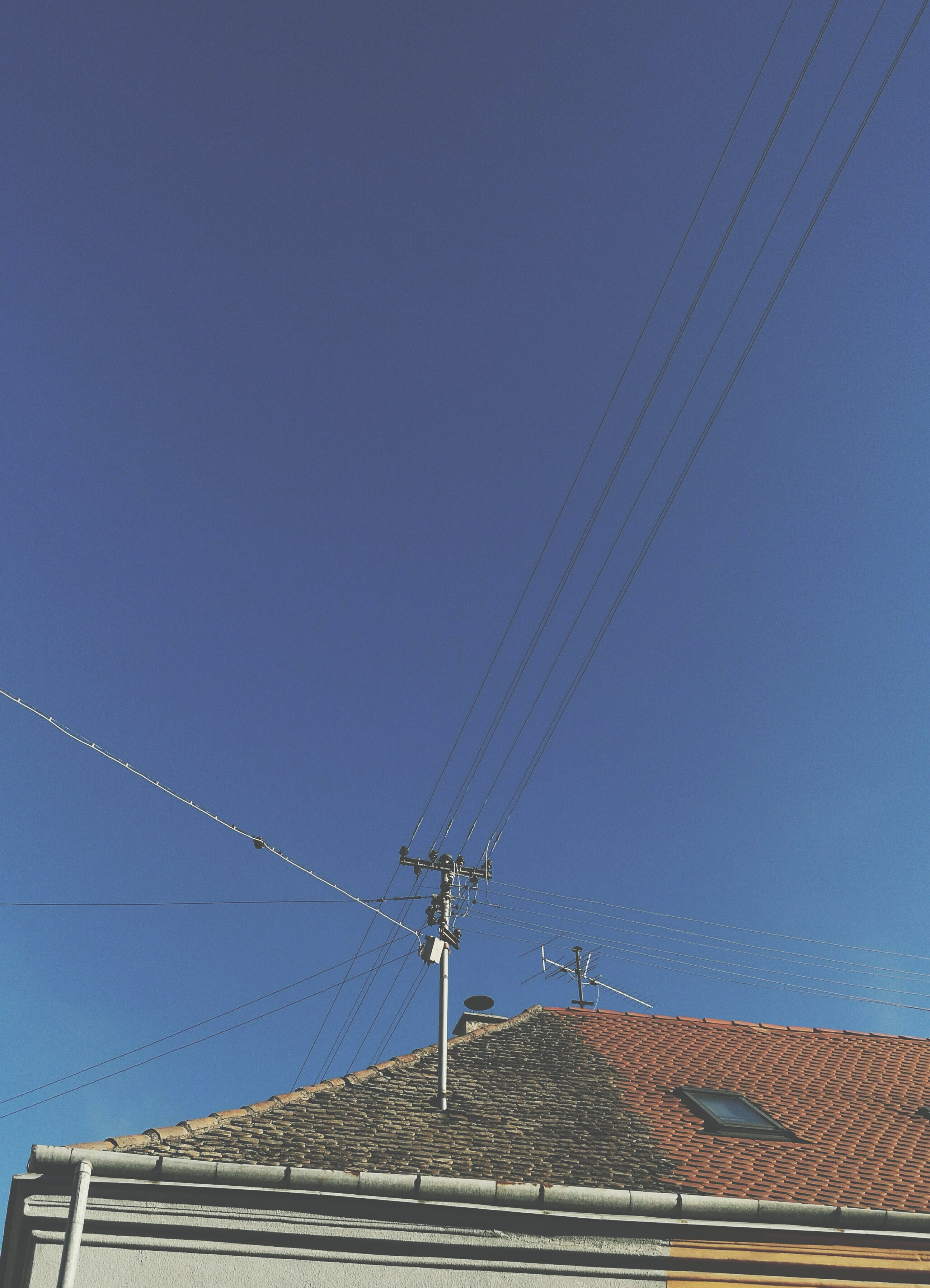 Kostenloses Stock Foto zu blau, dach, himmel, straße