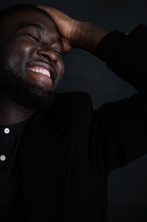 アフリカ系アメリカ人, インドア, うれしいの無料の写真素材