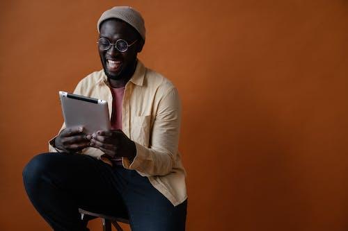 Základová fotografie zdarma na téma afroameričan, barevný, bavit