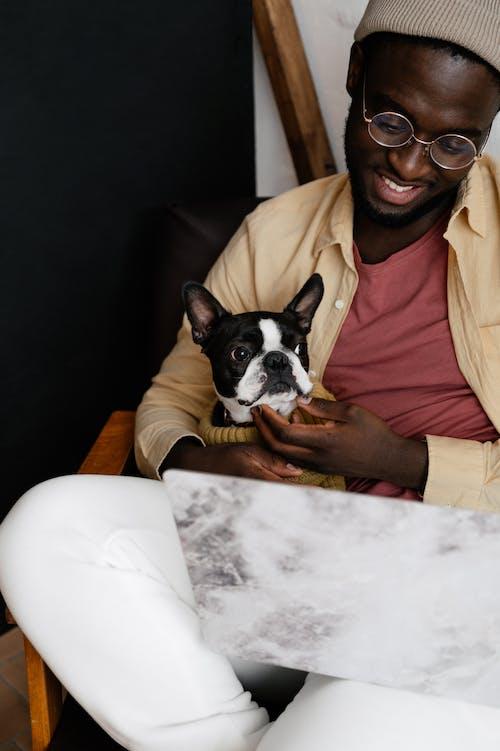 Gratis stockfoto met aardig, Afro-Amerikaanse man, apparaatje
