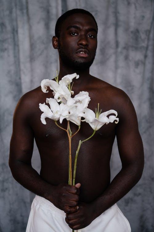 Бесплатное стоковое фото с аромат, афро-американец, без эмоций