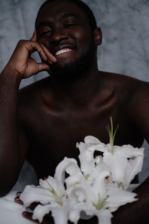 Бесплатное стоковое фото с аромат, афро-американец, белый