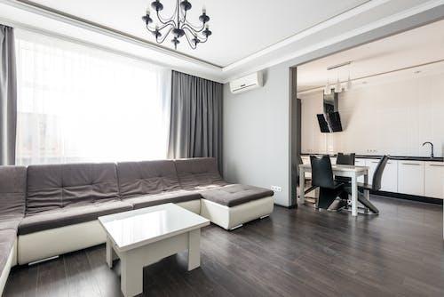 Kostenloses Stock Foto zu boden, couch, dachboden