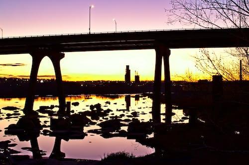 Gratis arkivbilde med bro, bybilde, overganger, soloppgang