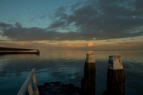 afsluitdijk, akşam Güneşi, altın rengi Güneş, blauw içeren Ücretsiz stok fotoğraf