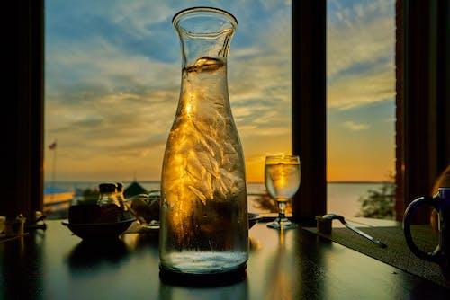 Immagine gratuita di acqua, bere acqua, bicchiere, bottiglia