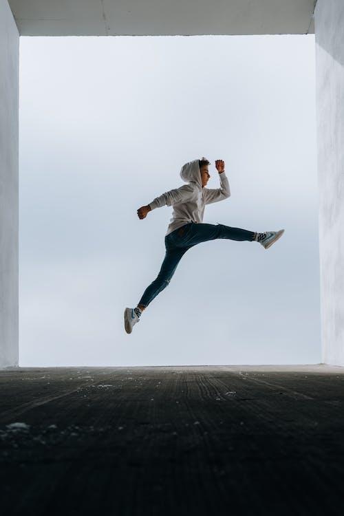 Gratis stockfoto met capuchon, hoodie, in de lucht