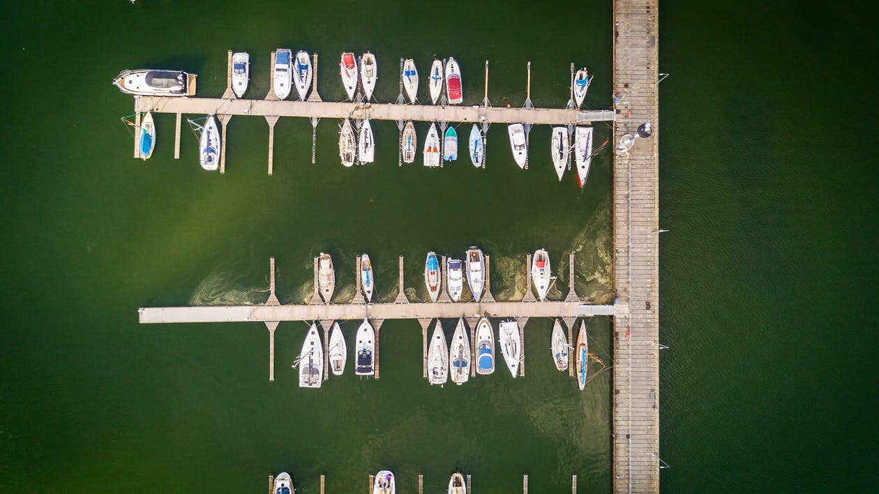 Aerial Shot Photo of Speedboats