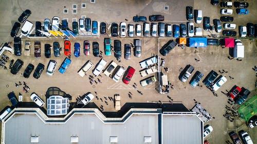 DJI, 人, 停車場, 屋頂 的 免费素材照片