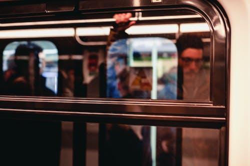 乘客, 交通系統, 人, 室內 的 免费素材照片