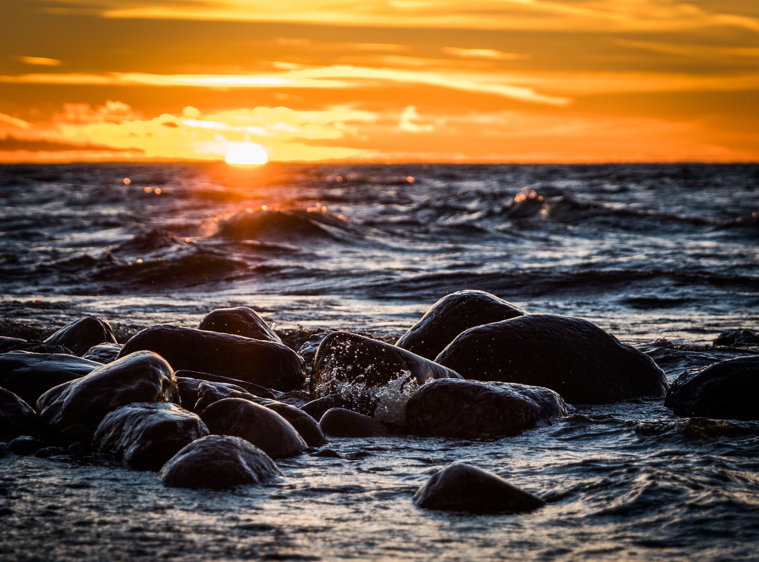Δωρεάν στοκ φωτογραφιών με rock, Surf, ακτή, απόγευμα