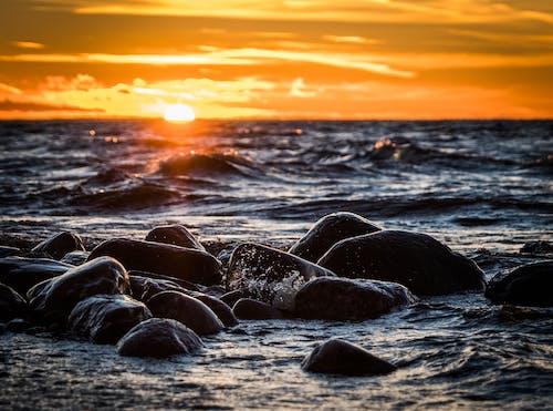 akşam, dalga, dalgalar, deniz içeren Ücretsiz stok fotoğraf