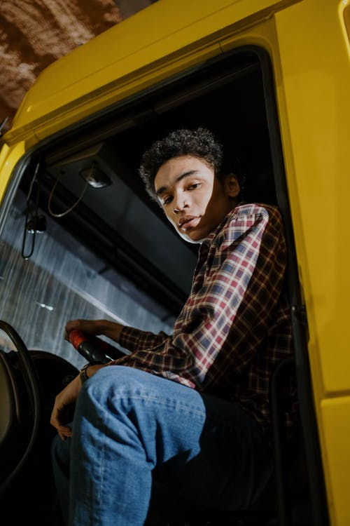 Fotobanka sbezplatnými fotkami na tému afro vlasy, dospelý, kamión