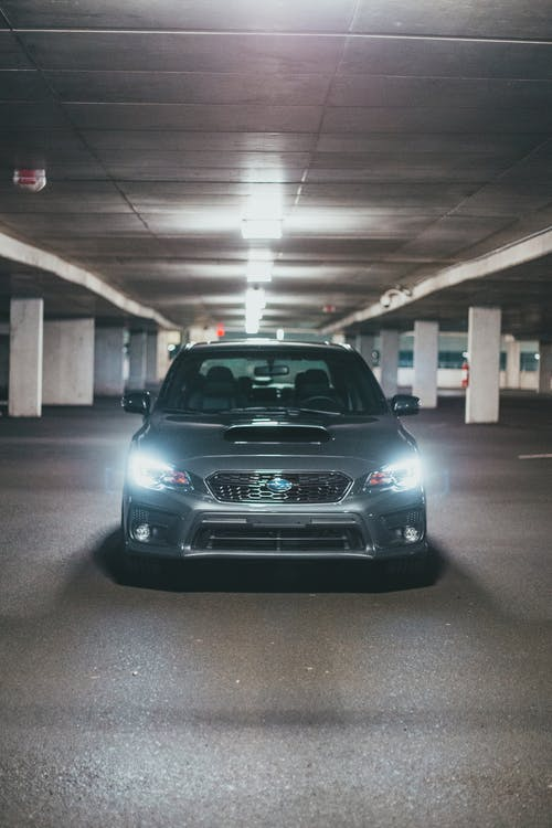 Fotos de stock gratuitas de adentro, aparcado, aparcamiento