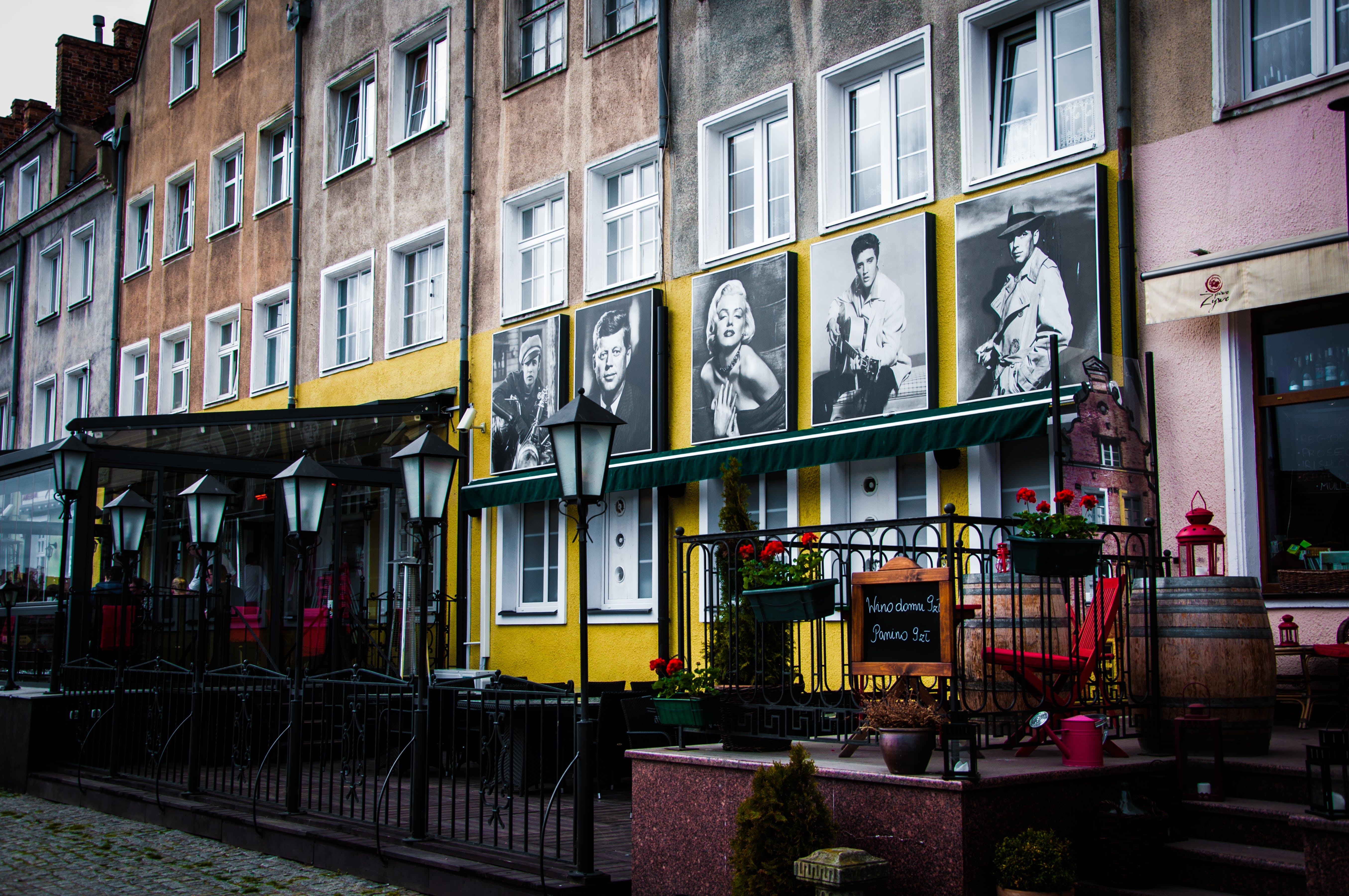 Δωρεάν στοκ φωτογραφιών με αρχιτεκτονική, αστικός, βαρέλι, γλάστρες