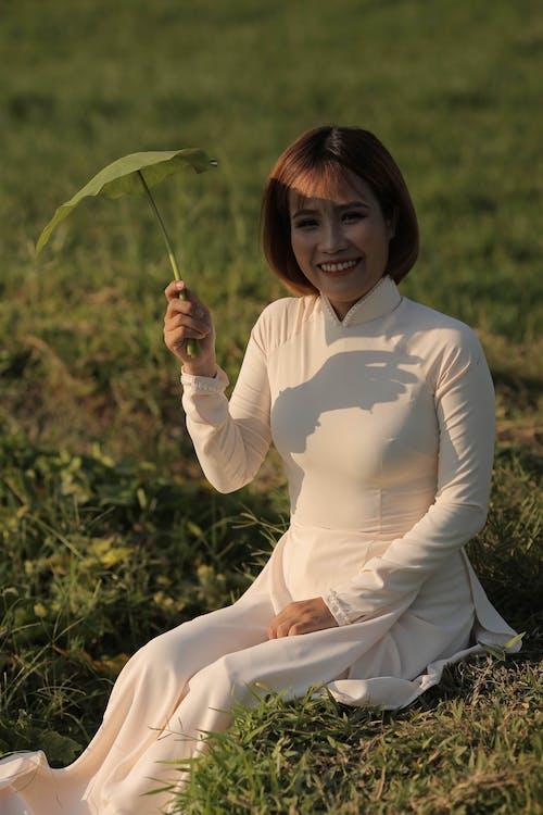 Kostnadsfri bild av ao dai, asiatisk kvinna, blad