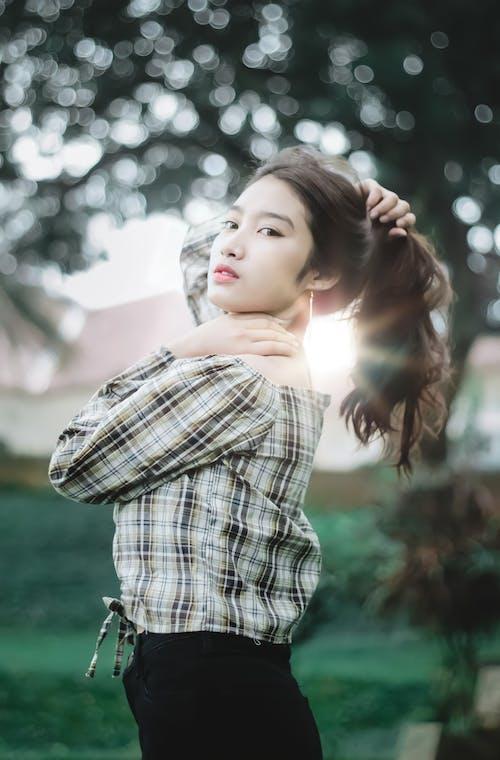 Gratis stockfoto met aan lichtbak toevoegen, Aziatische vrouw, detailopname