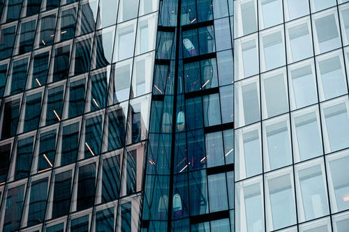Architectural Design of Glass Building
