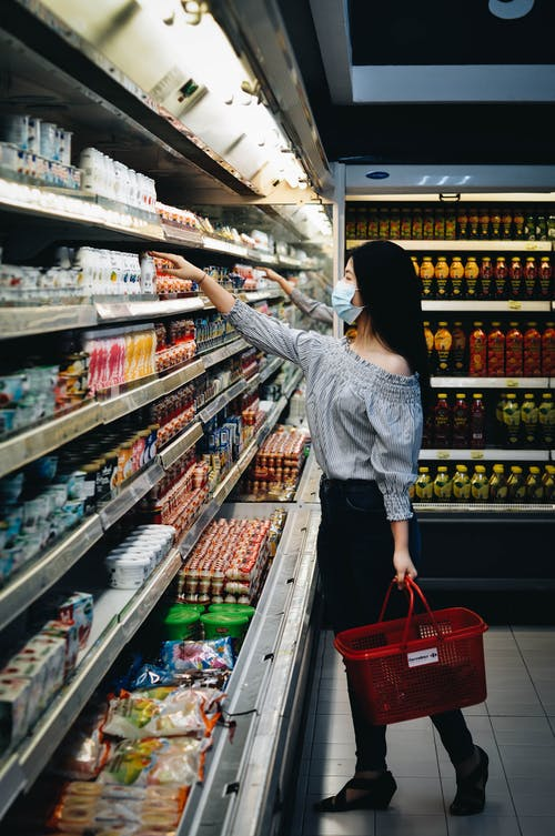 Gratis stockfoto met boodschappen doen, eten, masker