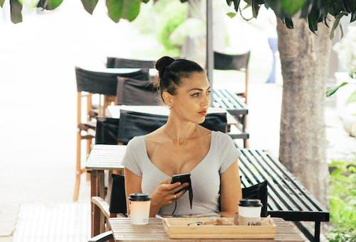 休閒, 咖啡, 坐, 女人 的 免费素材照片