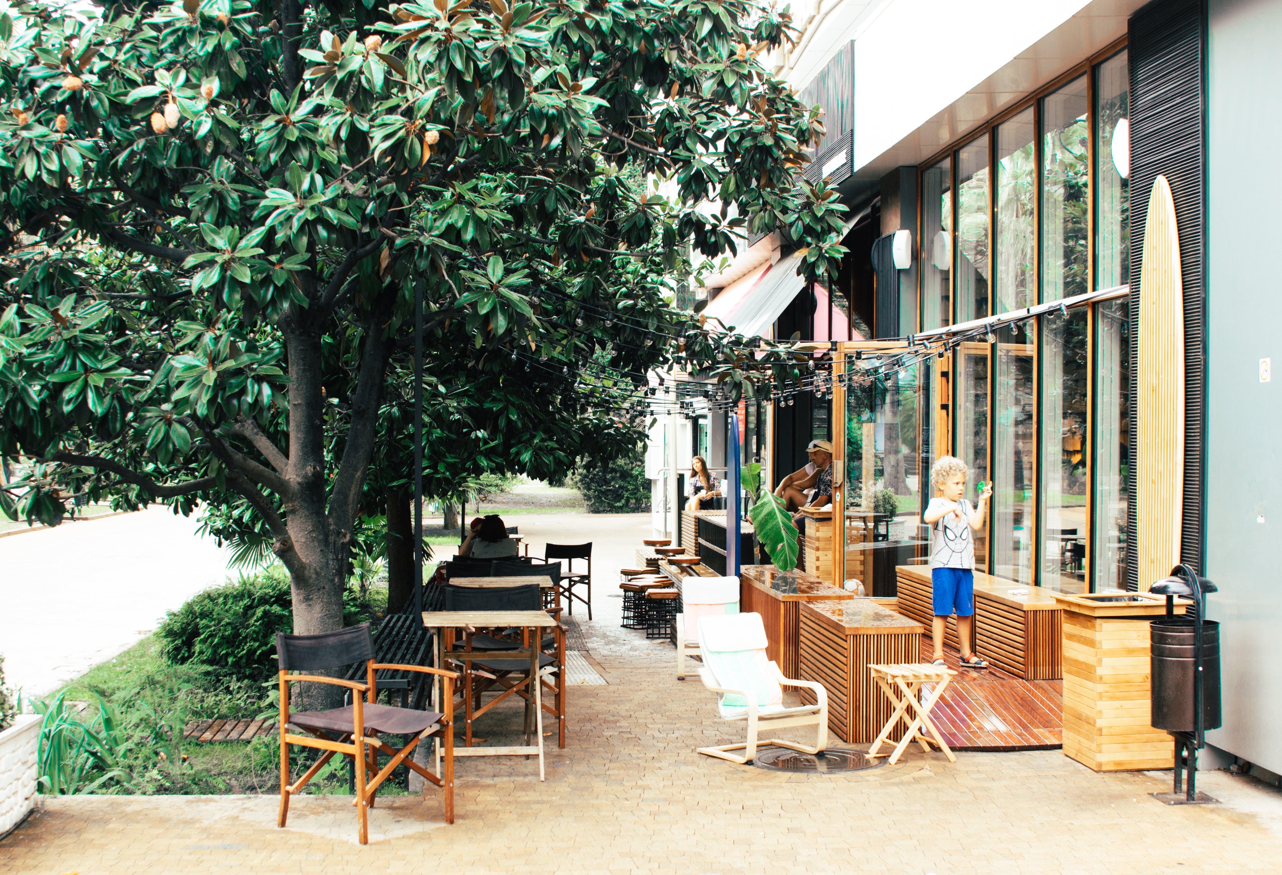가구, 나무, 목조 테이블, 사람의 무료 스톡 사진