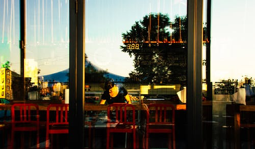 Ingyenes stockfotó ablak, étterem, fényvisszaverődés, modern témában