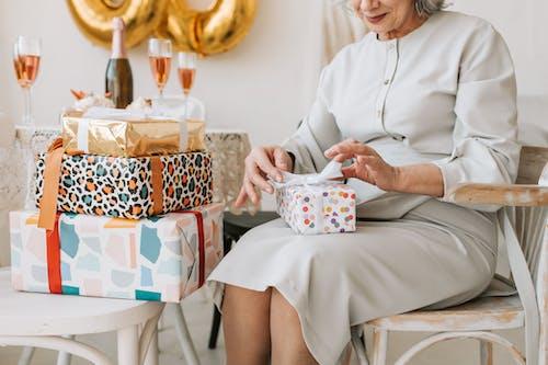 Gratis lagerfoto af fejring, fødselsdag, gaver