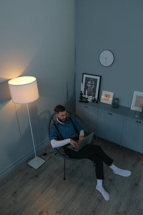 人, 垂直拍摄, 挂钟 的 免费素材图片