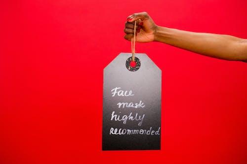 Darmowe zdjęcie z galerii z czerwone tło, oznakowanie, ręka