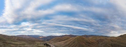 Gratis lagerfoto af bjerg, blå himmel, efterår
