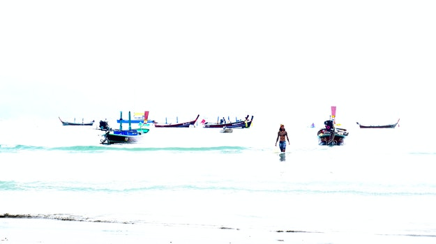 Kostenloses Stock Foto zu meer überbelichtet thailand mariner boote