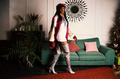 Základová fotografie zdarma na téma afroameričanka, barvy, bunda, černá holka
