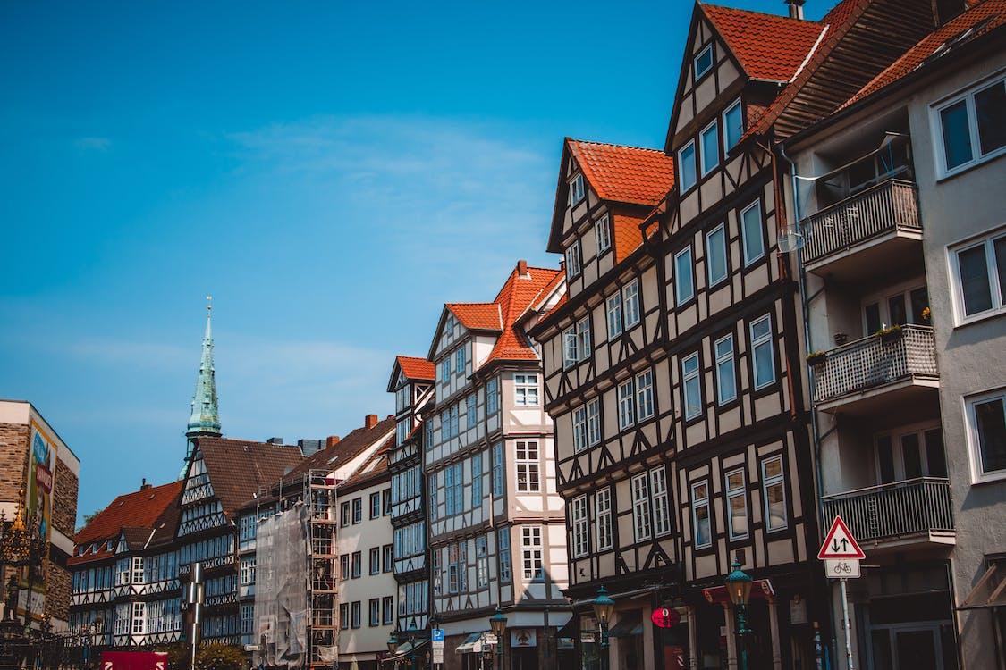 arkitektur, balkonger, blå himmel