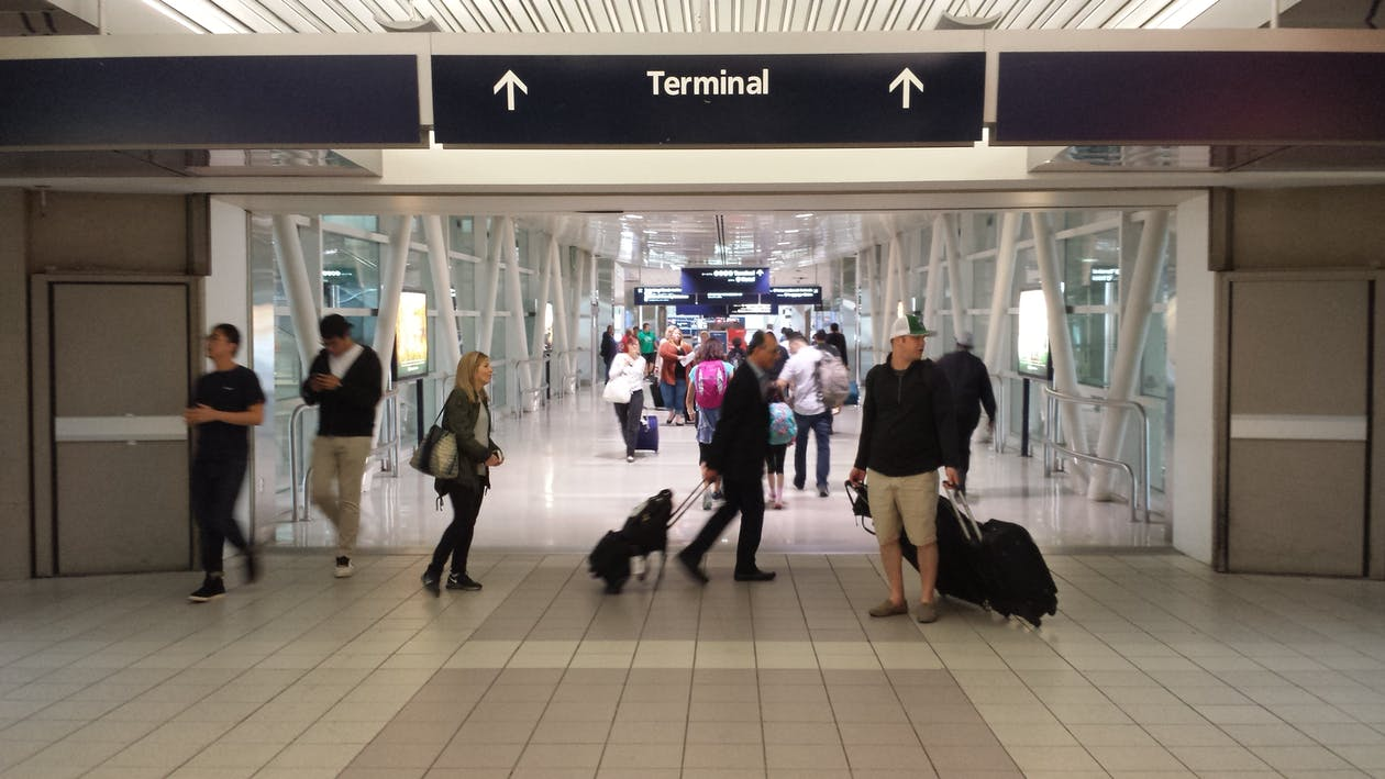 Fotos de stock gratuitas de aeropuerto, caminando, de viaje