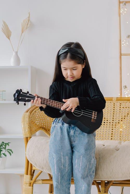 기타, 기타리스트, 서 있는의 무료 스톡 사진