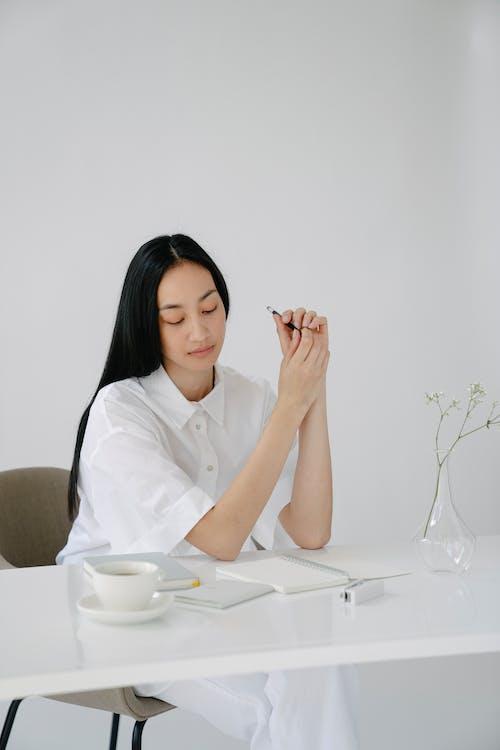Gratis stockfoto met academische, attent, Aziatische vrouw