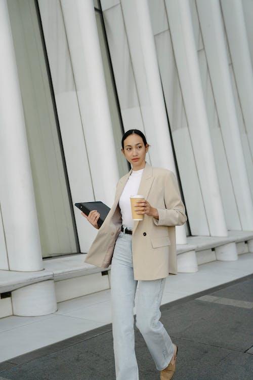 Безкоштовне стокове фото на тему «smart casual, азіатська жінка, архітектура»